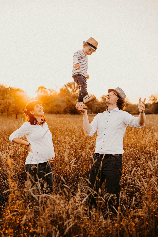 Natürliche Familienfotografie Familienfotograf Freiburg Emmendingen Teningen Lörrach Offenburg liebevoll outdoor Familie - Familienfotos zu Hause oder in der Natur